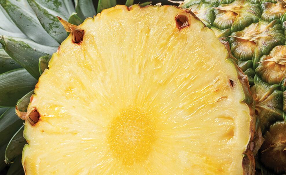 DelMonteProductImage-Macro-Pineapple_2-988X604